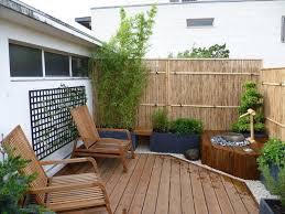 sichtschutz balkon holz garten sichtschutz aus natürlichen materialien holz bambus