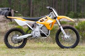 motocross biking this motorcycle sold me on electric dirt bikes gizmodo australia