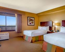 What Hotel Chains Have 2 Bedroom Suites Danvers Hotel Rooms Suites Doubletree By Hilton Hotel Boston