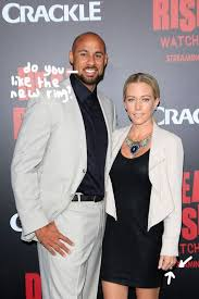kendra wedding ring kendra wilkinson can t help but show new wedding ring