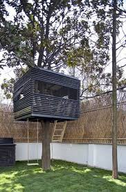 Simple Backyard Tree Houses by Contemporary Lines And A Simple Form Make This Treehouse Feel Uber