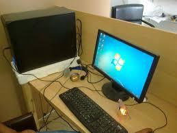 ou vendre ordinateur de bureau 3 pc de bureau et un pc portable et deux tables à vendre sfax annonce