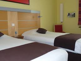 chambre kyriad hôtel kyriad avignon courtine gare tgv restaurant et terrasse