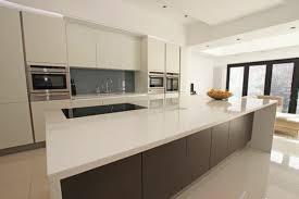 cuisine blanc et grise cuisine gris anthracite 56 idées pour une cuisine chic et moderne