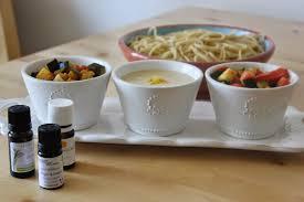 cuisine aux huiles essentielles cuillère et saladier des huiles essentielles en cuisine