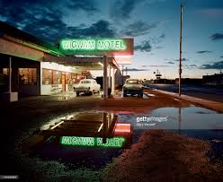 classic cars parked by a motel at dusk stock foto getty images