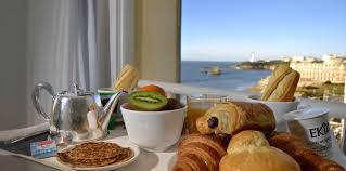 chambre et petit dejeuner petit déjeuner le grande plage à biarritz