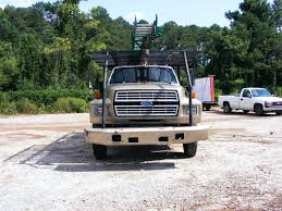 1993 ford f 700 with 55 u0027 wilke crane and two man basket