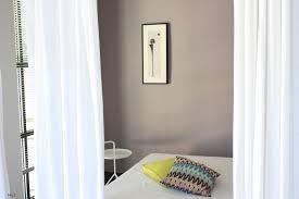 chambre taupe et lin separer piece avec rideau inspirations et rideaux en lin comme