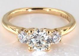 yellow gold diamond rings what s the best diamond color for yellow gold rings