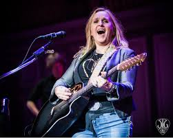 halloween city troy ny melissa etheridge delivers troy music hall a soulful sunday night