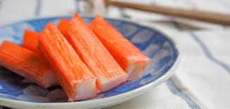 cuisiner le surimi le vrai du faux de la composition du surimi cuisine madame figaro