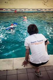 what skills good swim teachers have and how they teach swimming