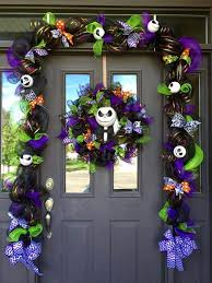 Ideas On Decorating Christmas Wreaths by Best 25 Nightmare Before Christmas Wreath Ideas On Pinterest