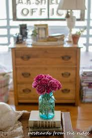 spring decorating ideas with flowers from the yard and vintage