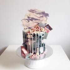 we love love notes and romantic messages on wedding cakes are the