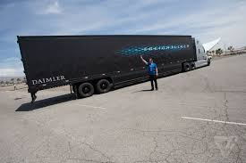 semi truck this is what it u0027s like to ride in daimler u0027s self driving semi