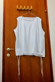 talit katan file t shirt style tallit katan jpg wikimedia commons