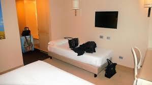 la chambre la chambre ร ปถ ายของ โรงแรมจ สท โลมาสซาเฟ ยรา lomazzo tripadvisor