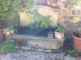 fontaine en pierre naturelle fontaine de brignac en pierre de fontvieille réalisations taille