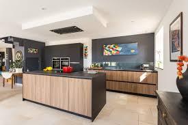 cuisines en bois cuisine bois et noir top cuisine