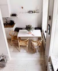 cuisine coin repas coin repas malin avec banquette dans une cuisine blanche