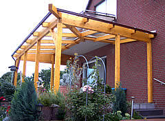 terrassenã berdachung mit balkon berdachung terrasse holz glas trendy aus holz mit solardach with