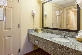 Handicap Bathroom Vanity by Double Queen Room With Handicap Amenities Park Grove Inn In