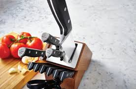 calphalon kitchen knives calphalon knife block automatically sharpens knives so you don t