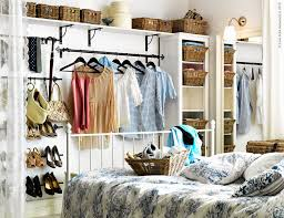 23 best armarios pequenos grandes images on pinterest home ideas para un armario low cost poner cortinas