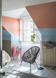 peinture chambre sous pente peinture chambre couleur taupe et bleu pour égayer les murs
