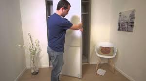 comment poser une porte de chambre comment installer une porte de placard coulissante