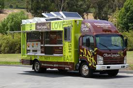 Olive Garden Cuyahoga Falls Ohio - free food alert olive garden food truck handing out breadstick