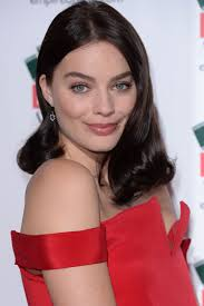 empire hairstyles margot robbie with a flicked out bob the hair 100 top celebrity