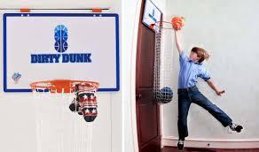 panier de basket chambre un panier à linge en forme de panier de basket faire le ménage