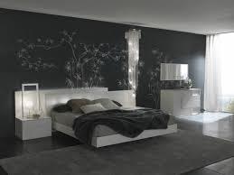 papier peint chambre à coucher design interieur papier peint noir motifs floraux blancs chambre