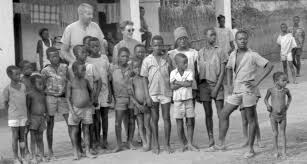 the white missionaries first come to umuofia welcomed and
