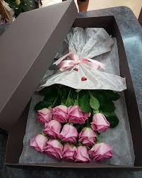 roses in a box 11 pink roses in a box cvekara bloom