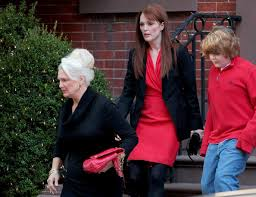 Julianne Moore Apartment - julianne moore and family leave her home zimbio