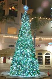 Decorating Christmas Tree Without Lights by Best 25 Blue Christmas Lights Ideas On Pinterest Blue Christmas