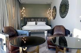 fauteuil chambre a coucher design interieur chambre coucher moderne miroirs élégants noirs