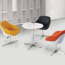 table ronde et chaises table ronde chaises hauteur ajustable salle à
