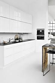 cuisine blanche sol noir cuisine minimaliste de couleur blanche 25 idées pour vous