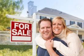 Haus Und Haus Immobilien Zärtlich Happy Couple In Vor Neuem Haus Und Für Verkauf Immobilien