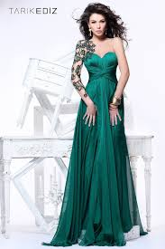 forest green gown with an amazing leaf inspired u0027sleeve u0027 ooooh