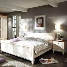 wandfarbe braun wohnzimmer wandfarbe weiß für eine geräumig wirkende moderne raumgestaltung