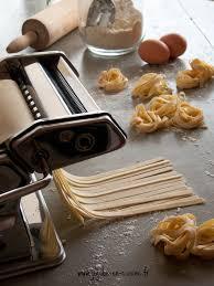 comment cuisiner des pates faire ses pâtes fraiches maison aux oeufs et à la semoule de blé dur