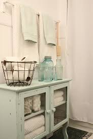 Shabby Chic Bathroom Ideas by Best 25 Antique Bathroom Decor Ideas On Pinterest Antique Decor