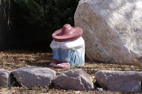 photos sleeping mexican garden statues what s about
