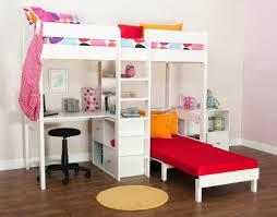 hochbett mit schreibtisch und sofa design hochbett für das moderne kinderzimmer